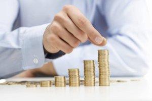 Денежные средства должны приносить прибыль. Один из вариантов - отдать их в доверительное управление