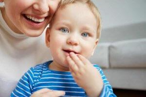 Поменять фамилию ребенку можно в ряде случаев. При этом учитывается его возраст