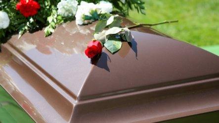 Размеры пособия на похороны различных категорий граждан. В какие службы обращаться?
