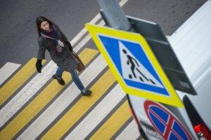 Пешеходы имеют преимущество при движении к остановке общественного транспорта