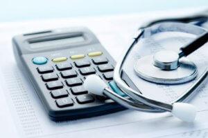 При расчете больничного листа важно различать трудовой и страховой стаж