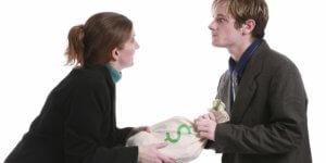 Чтобы взыскать неустойку за невыплату алиментов, необходимо составить исковое заявление