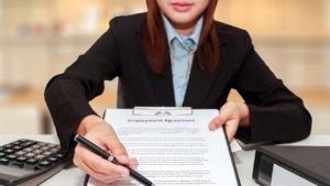Не смотря на то, что работоспособность гражданина определяется с 16-ти лет, на работу можно принять и раньше указанного возраста