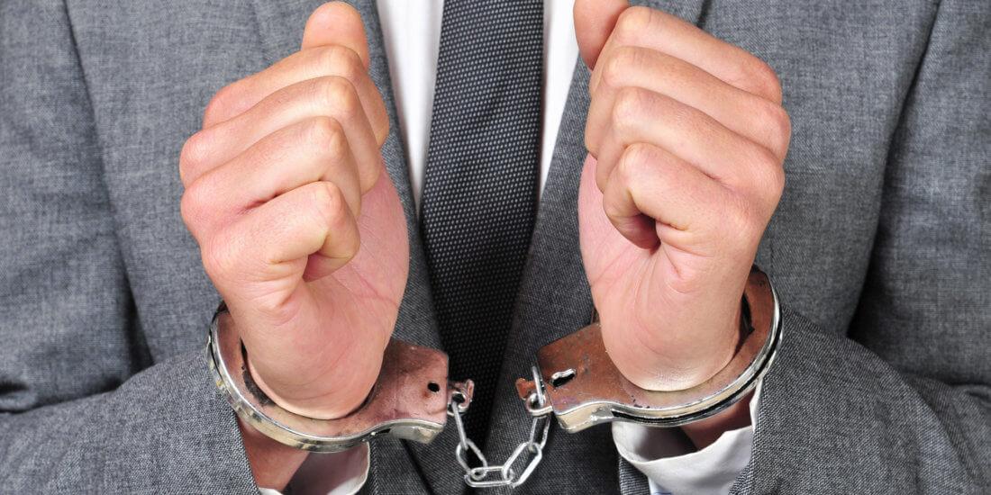 привлечение к уголовной ответственности должностного лица