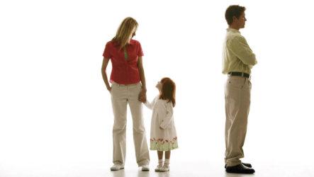 Как лишить отцовства отца: причины, способы, нюансы