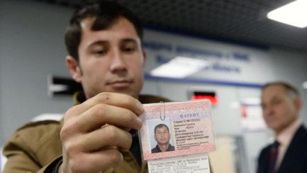Труд мигрантов в России: как проверить оплату патента иностранному гражданину