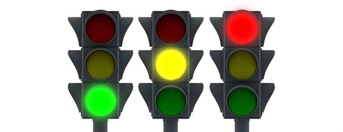 Решаем вместе актуальный вопрос, можно ли проехать на желтый сигнал светофора. Какой порядок обжалования штрафа?